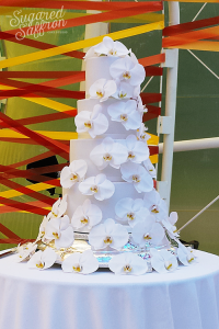 fresh flower wedding cake from london designer sugared saffron