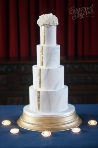 london wedding cake in marble with gold stripe