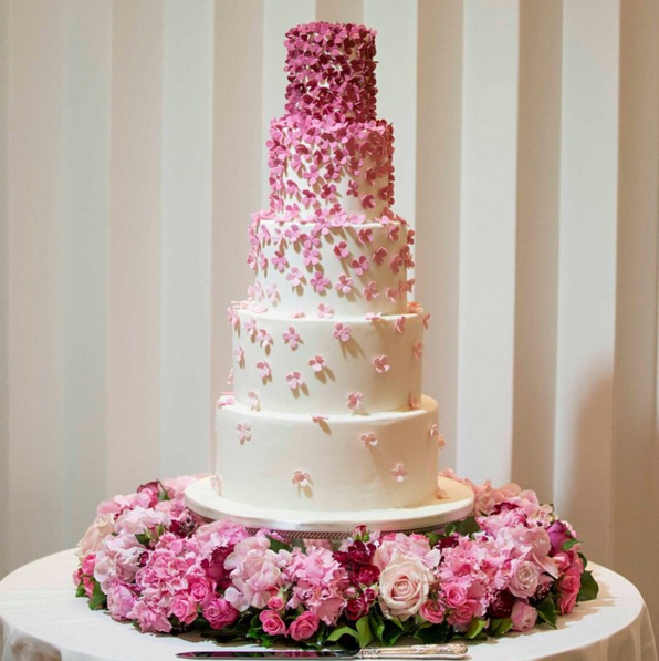 how much wedding cake for 200 guests size and price wedding cakes 15551