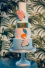 Monstera leaves and milleniam pink wedding cake in LA style
