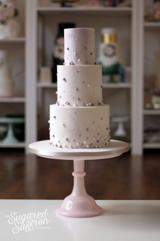 marbled lilac wedding cake with lilac and white shimmer pearls
