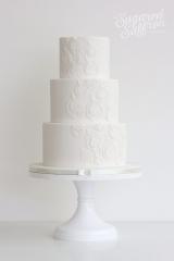 white peacock feathers wedding cake