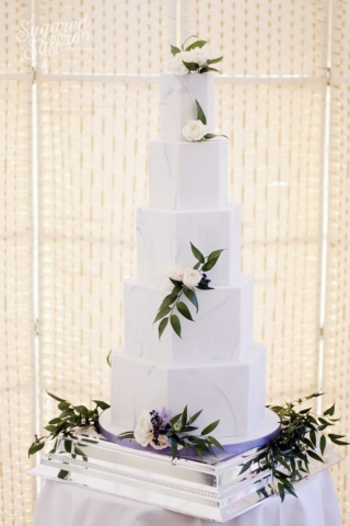 French blue colour marble wedding cake with fresh flowers