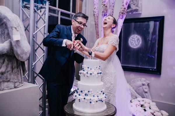 YellowBirdPhotography-wedding-cake-aynhoe-park