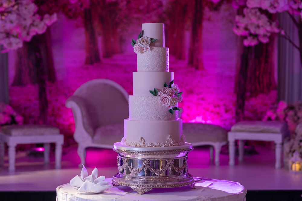 luxury asian wedding cake at jumeirah calrton